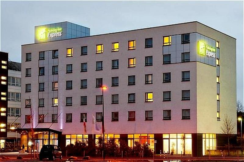 flughafenhotel holiday inn express d sseldorf city nord ab. Black Bedroom Furniture Sets. Home Design Ideas